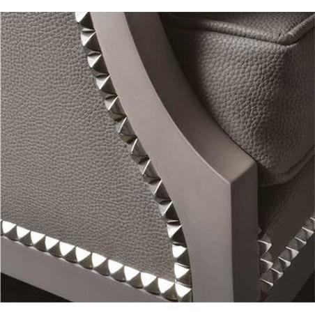 restauration de meubles refaire un fauteuil tapissier Clous Tapissier Carré